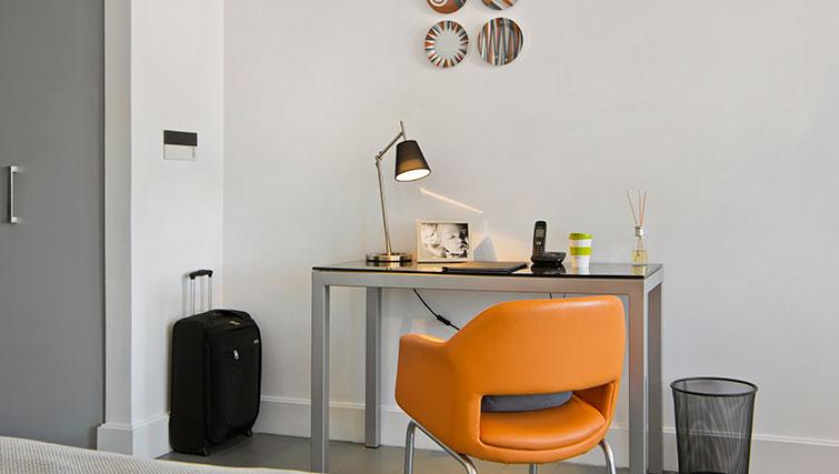 Desk at Templeton Place Aparthotel - Citybase Apartments