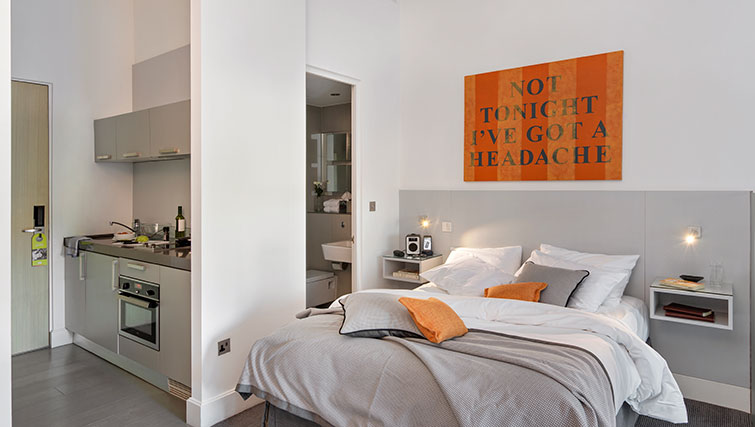 Bed at Templeton Place Aparthotel - Citybase Apartments