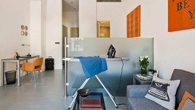 Iron at Templeton Place Aparthotel - Citybase Apartments