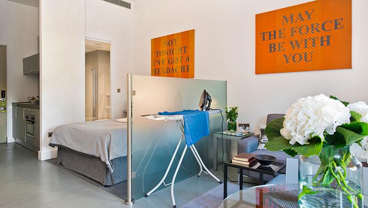 Studio at Templeton Place Aparthotel - Citybase Apartments