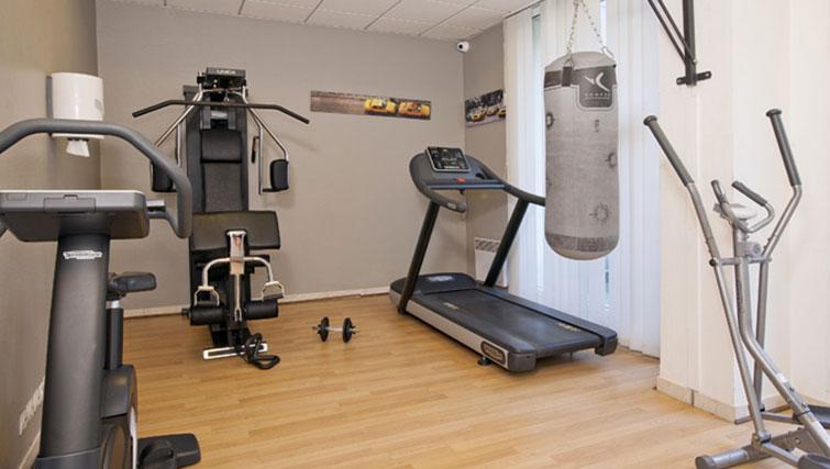 Gym at Séjours & Affaires Grande Arche Apartments - Citybase Apartments