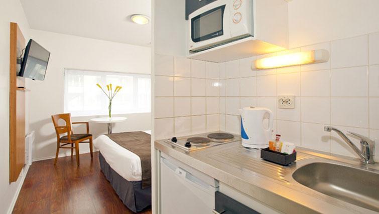 Studio room at Séjours & Affaires Grande Arche Apartments - Citybase Apartments