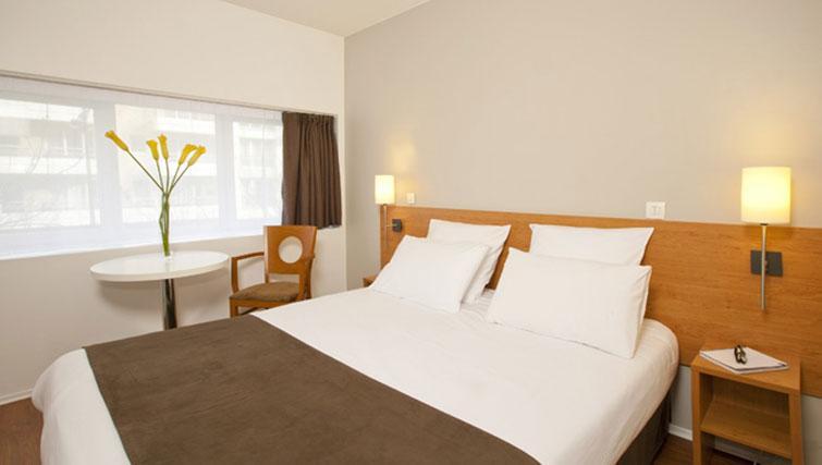 Bright room at Séjours & Affaires Grande Arche Apartments - Citybase Apartments