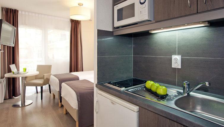 Modern kitchenette - Citybase Apartments