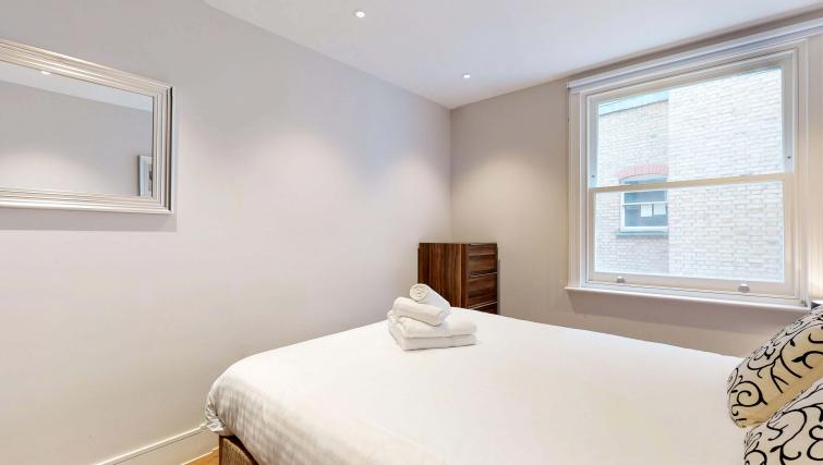Double bed at Lovat Lane Apartment - Citybase Apartments
