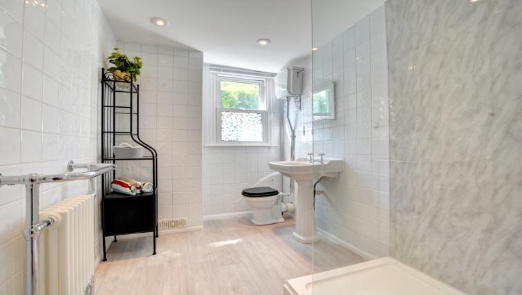Bathroom at Cheltenham Cottage - Citybase Apartments