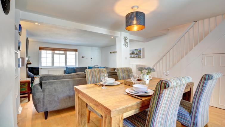 Dining room at Cheltenham Cottage - Citybase Apartments
