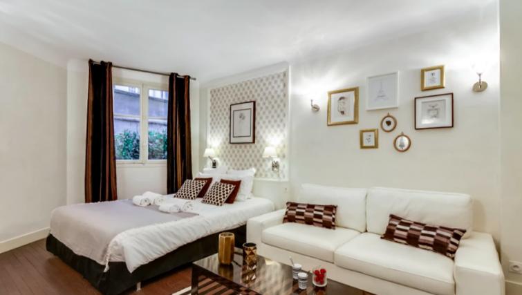 Living room at Villa Jocelyn - Citybase Apartments