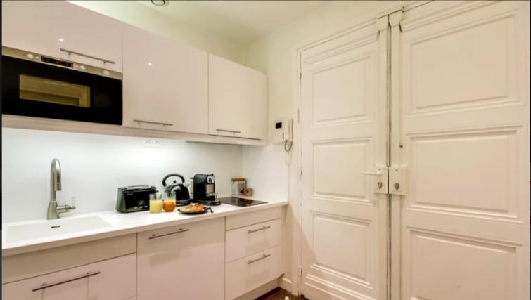 Kitchen facilities at Villa Jocelyn - Citybase Apartments