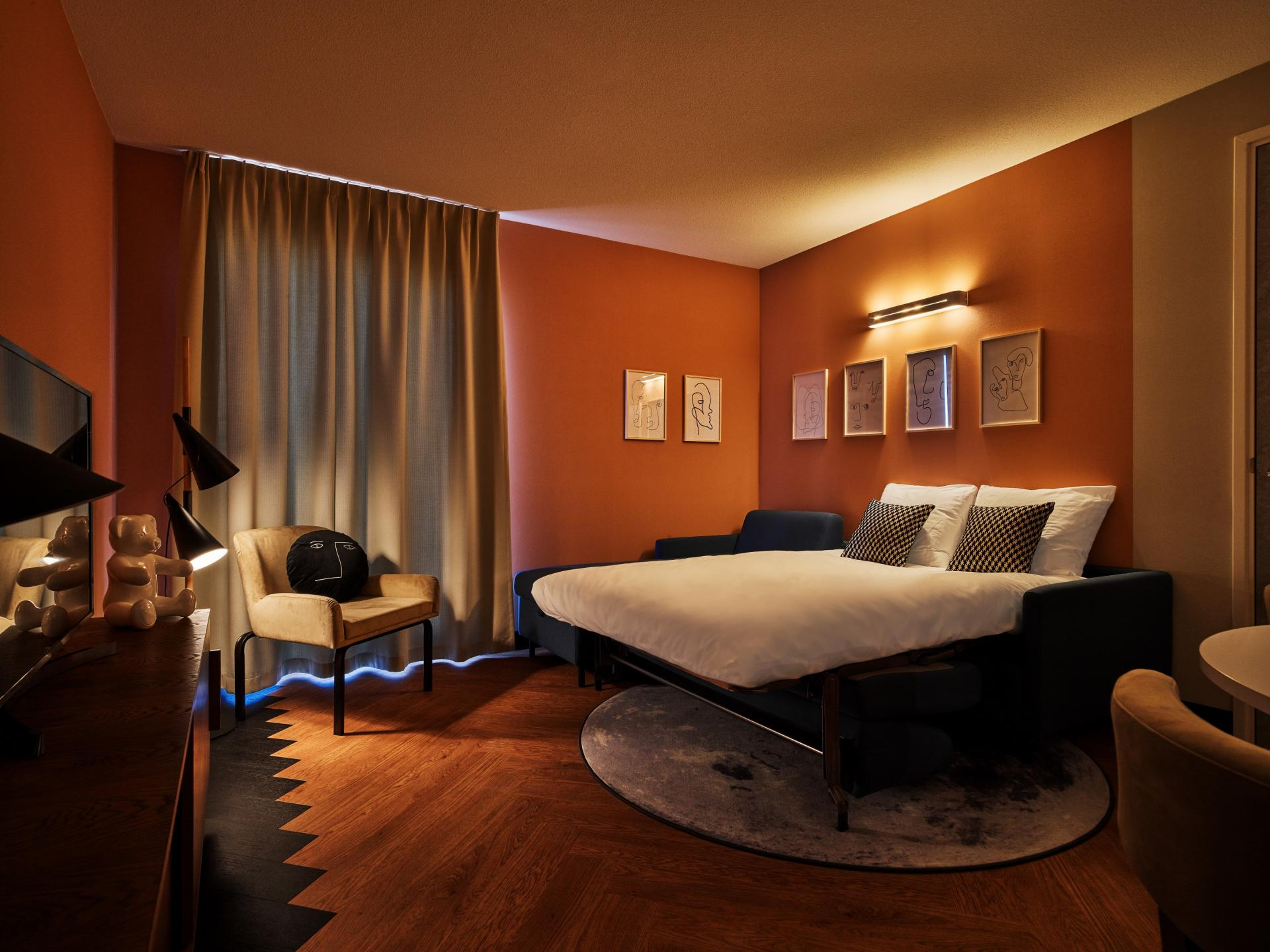 Double bed at The Garden Apartments, Amstelveen, Amsterdam - Citybase Apartments