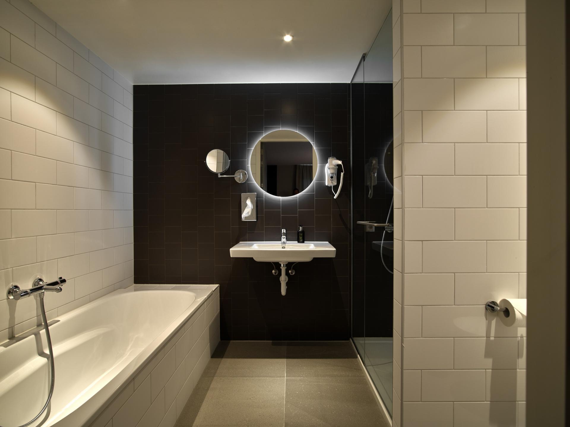 Bath at The Garden Apartments, Amstelveen, Amsterdam - Citybase Apartments