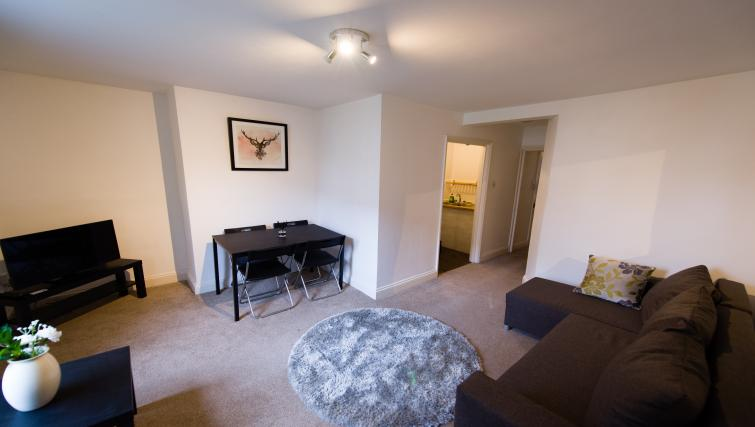 Dining table at Romsey Road Serviced Apartment - Citybase Apartments