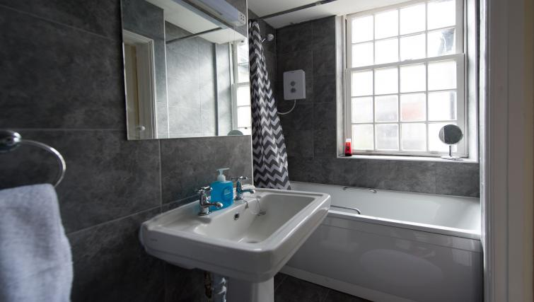 Bathroom at Romsey Road Serviced Apartment - Citybase Apartments