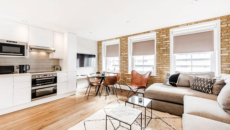 Spacious living area at BE: Drury Lane Apartments - Citybase Apartments