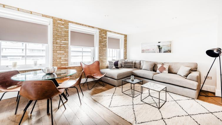 Living room at BE: Drury Lane Apartments - Citybase Apartments