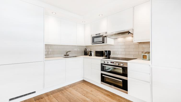 Kitchen at BE: Drury Lane Apartments - Citybase Apartments