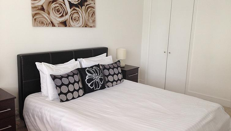 Cosy bedroom at Belgrave Court Apartments - Citybase Apartments