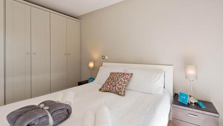 Double bed at Riverside Quay Apartments - Citybase Apartments