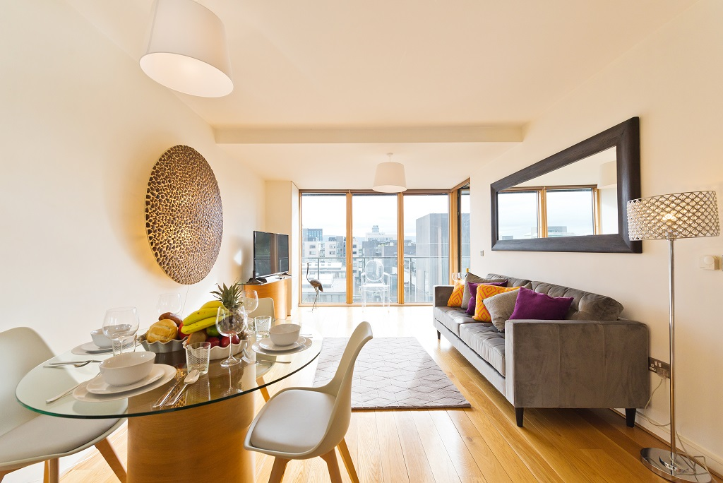 Bright lounge at Riverside Quay Apartments - Citybase Apartments