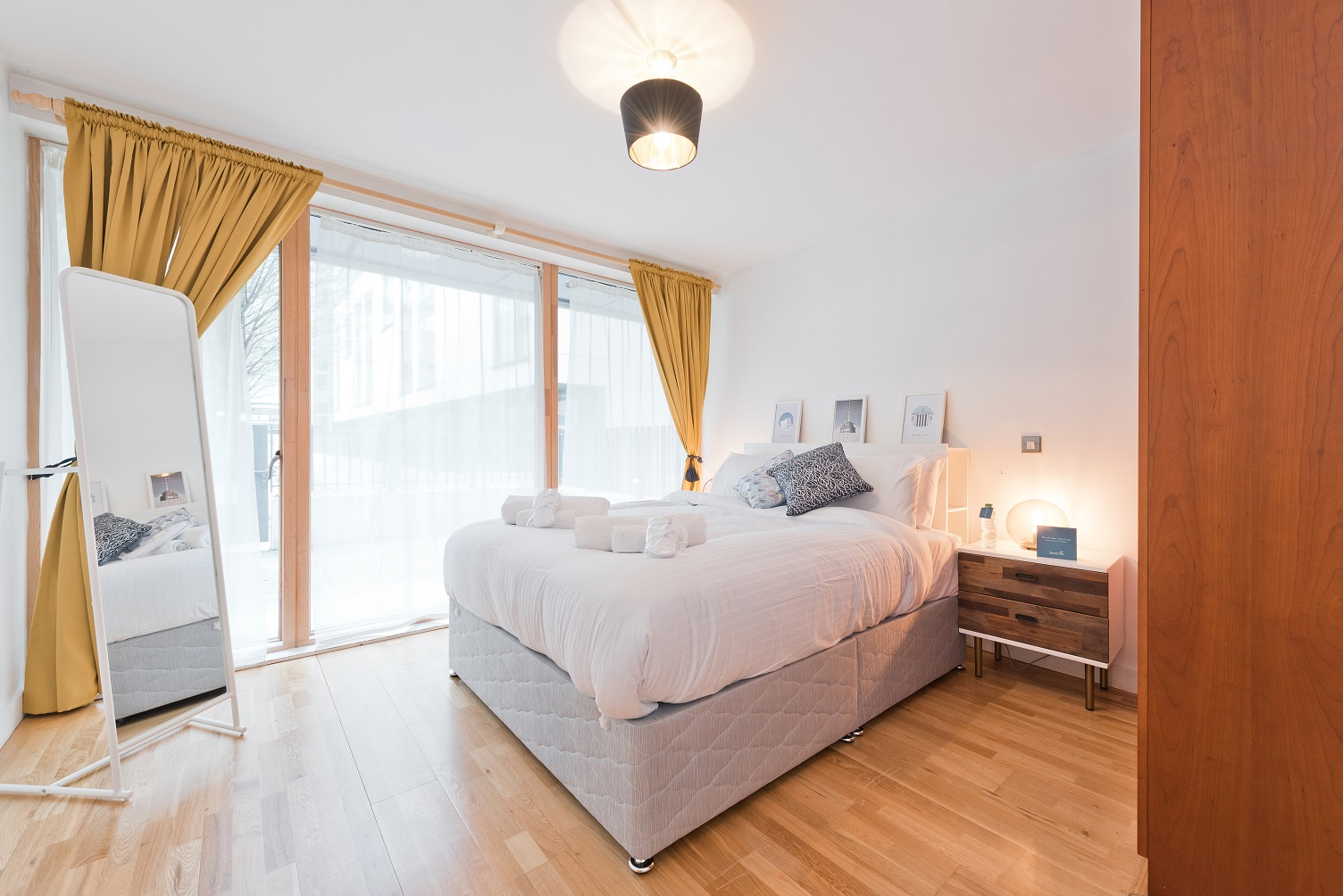 Bright bedroom at Riverside Quay Apartments - Citybase Apartments