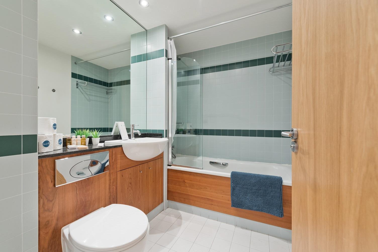 Bath at Riverside Quay Apartments - Citybase Apartments