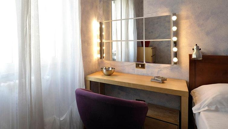 Dressing table at Eugenio Brizi Apartment - Citybase Apartments