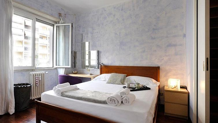 Double bed at Eugenio Brizi Apartment - Citybase Apartments