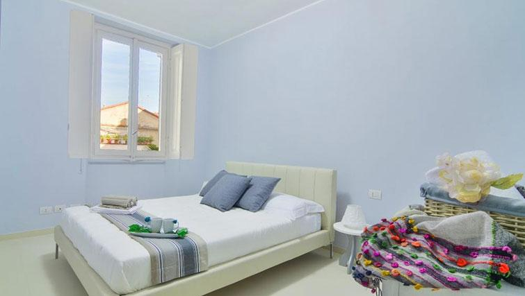 Double bed at Bacone Liberty Diana - Citybase Apartments