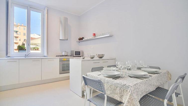 Dining table at Bacone Liberty Diana - Citybase Apartments