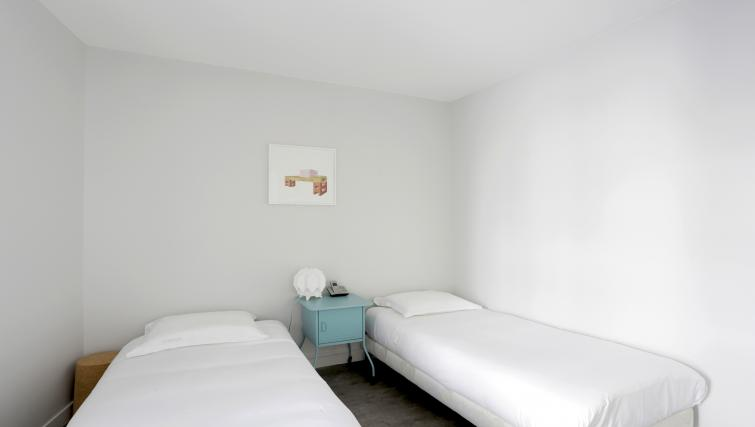 Twin bedroom at Lunes Apartments - Citybase Apartments