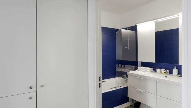 Bathroom at Lunes Apartments - Citybase Apartments