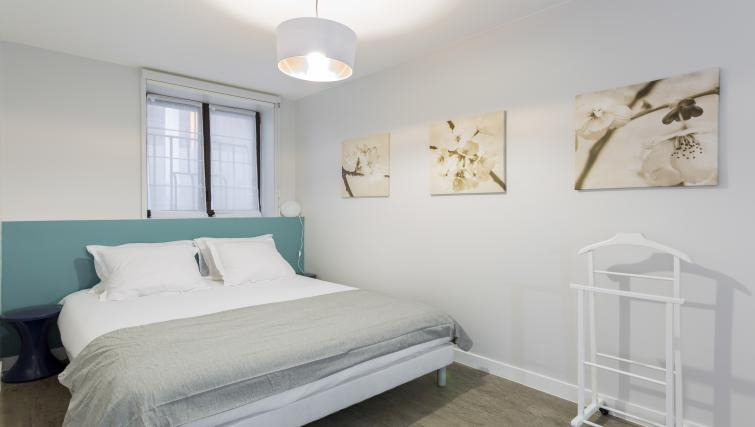 King size bed at Lunes Apartments - Citybase Apartments