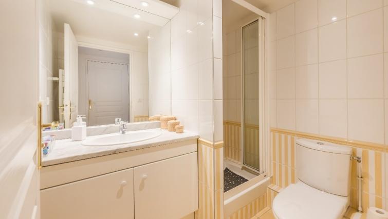 Bathroom at Falguiere Apartment - Citybase Apartments