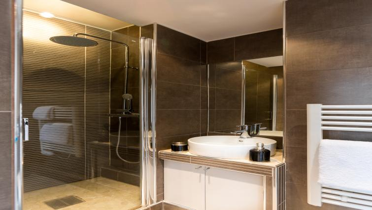 Shwoer rooma t Saint Lazare Apartments - Citybase Apartments