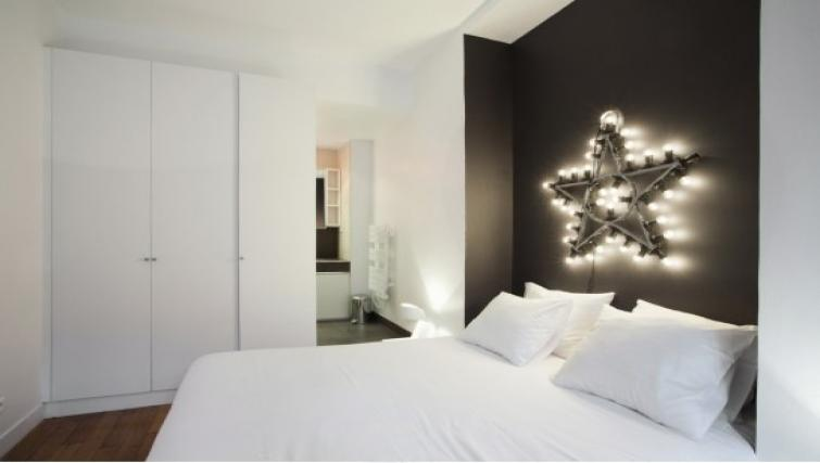 Double bedroom at Drouots Apartments - Citybase Apartments
