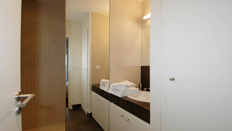 Bathroom at Drouots Apartments - Citybase Apartments