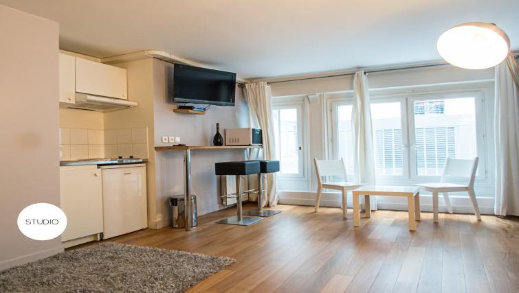 TV at Drouots Apartments - Citybase Apartments