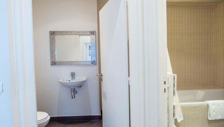 Bath at Drouots Apartments - Citybase Apartments