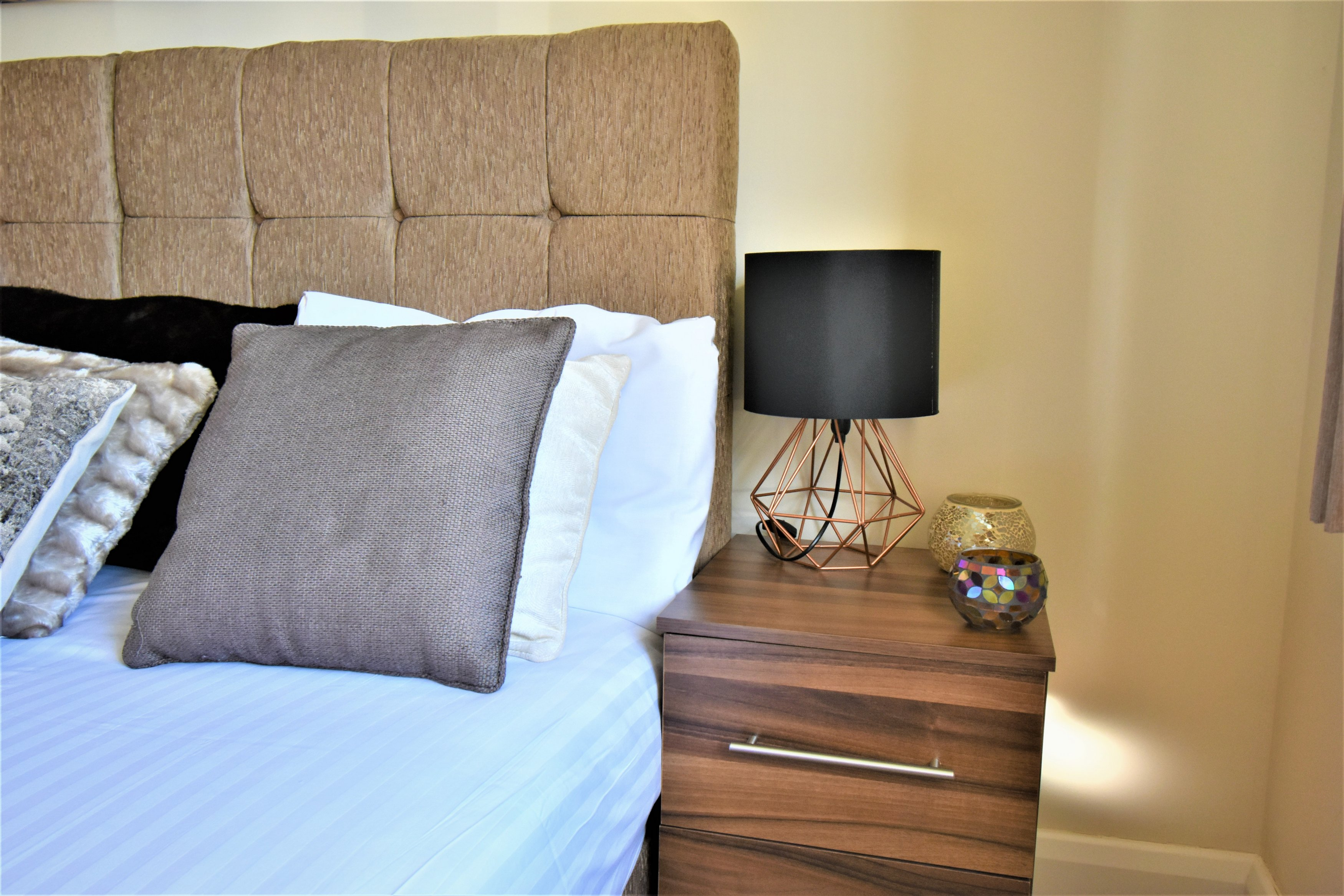 lAMP AT London Heathrow Living Serviced Apartments - Citybase Apartments