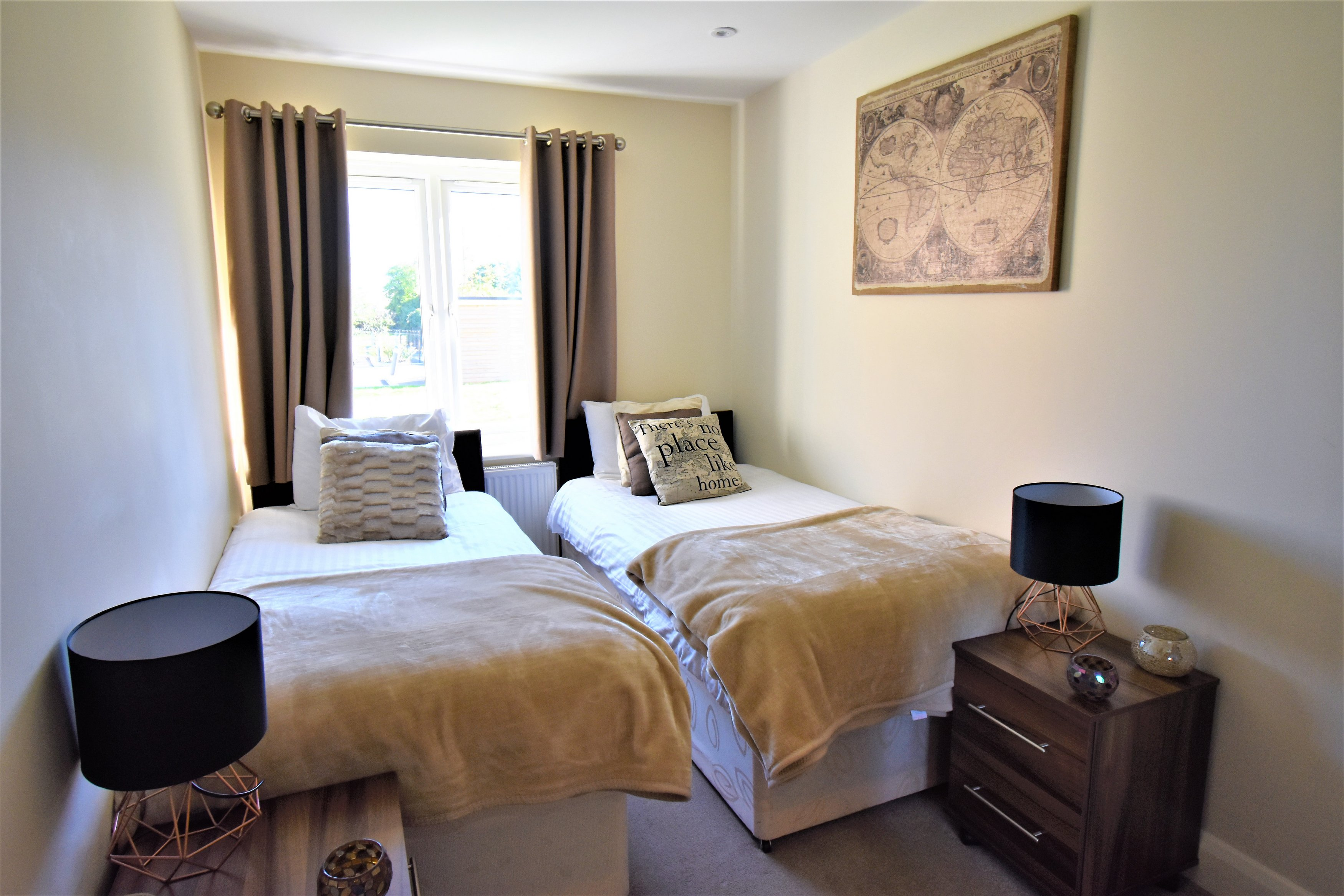 Twin beds at London Heathrow Living Serviced Apartments - Citybase Apartments