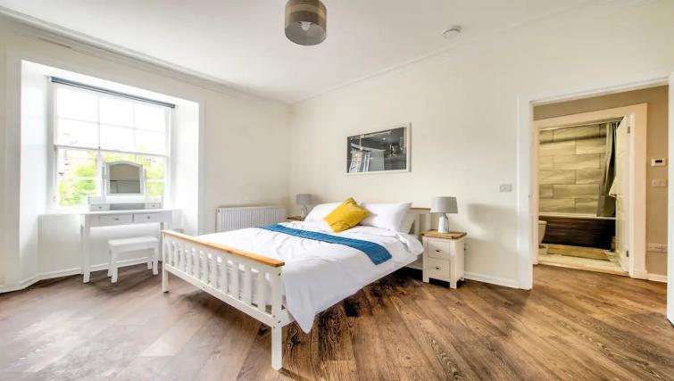 Spacious bedroom at Thistle Street Apartment - Citybase Apartments
