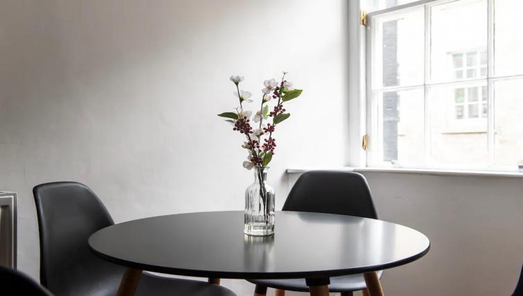 Kitchen table at Thistle Street Apartment - Citybase Apartments