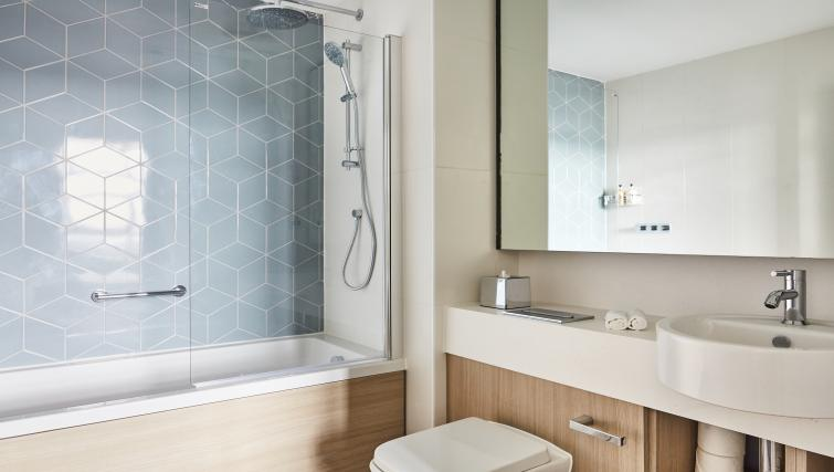 Bathroom at Staybridge Suites Dundee - Citybase Apartments