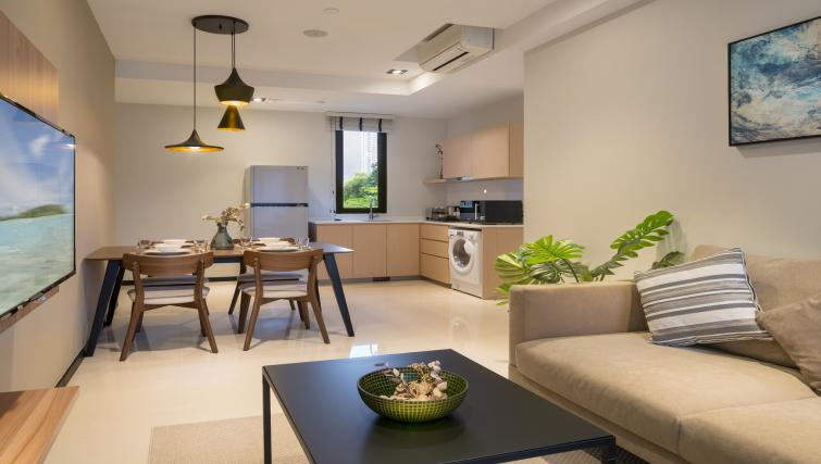 Living room at Ariva On Shan Serviced Residences, Singapore - Citybase Apartments