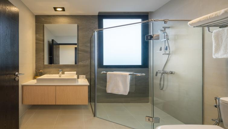 Bathroom at Ariva On Shan Serviced Residences, Singapore - Citybase Apartments