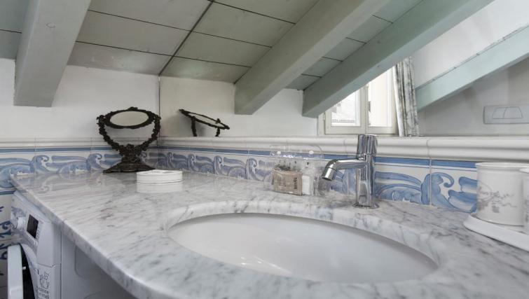 Bathroom at Fieno Apartment - Citybase Apartments