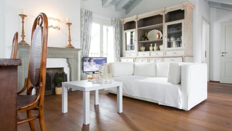 Bright lounge at Fieno Apartment - Citybase Apartments