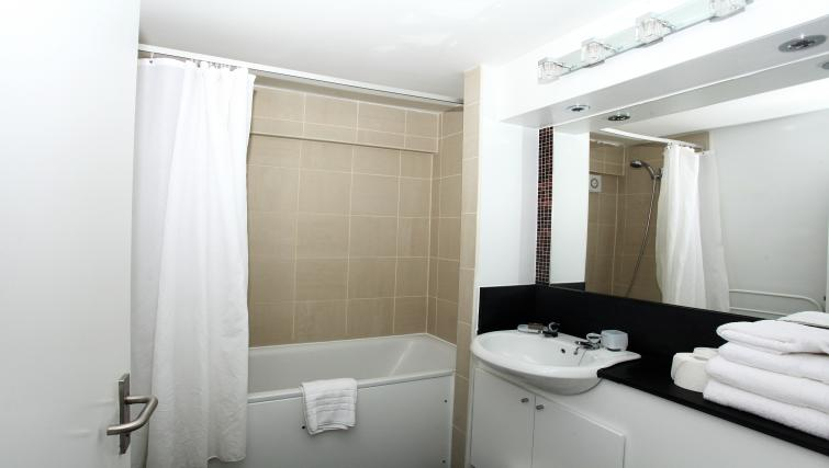 Studio bathroom at Albert Apartments - Citybase Apartments