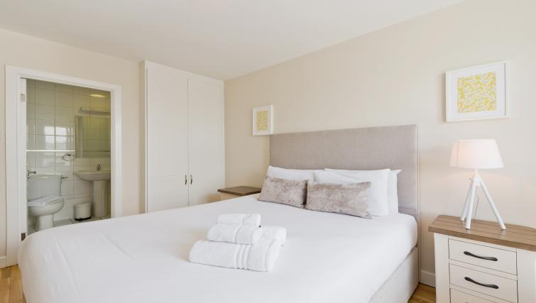 Double bed at Iveagh Court Apartments - Citybase Apartments