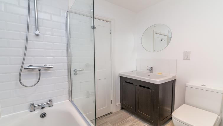 Modern bathroom at Alexandra Park Apartments - Citybase Apartments